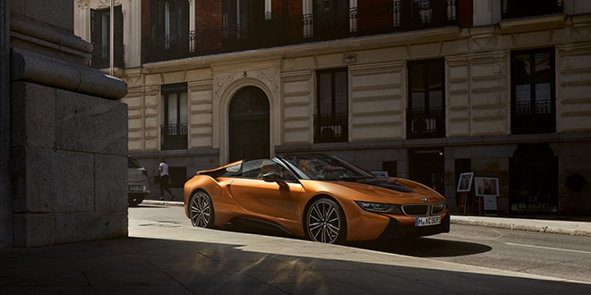 bmw i8 roadster mieten sixt sports luxury cars. Black Bedroom Furniture Sets. Home Design Ideas